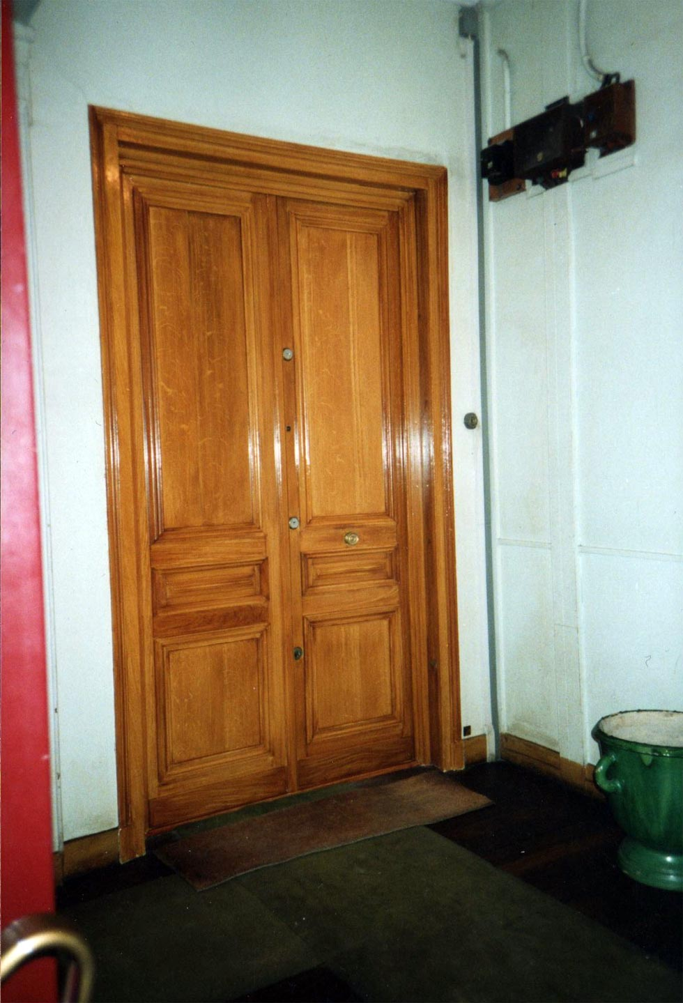 portes d 39 immeuble faux chene cocepia peinture trompe l 39 il en r gion centre r novation. Black Bedroom Furniture Sets. Home Design Ideas